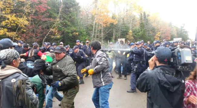 Defenders of the land in Elsipogtog First Nation and the RCMP on October 17, 2013    – APTN photo