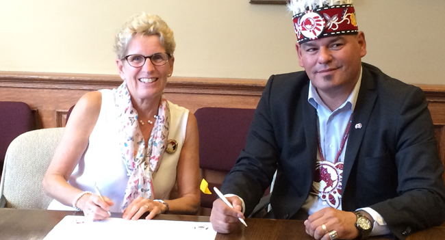 Premier Wynne with Ontario Regional Chief Day signing the Political Accord on Monday, August 24.