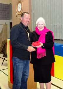 Her Honour Elizabeth Dowdeswell accepting gift from Chief Scott McLeod